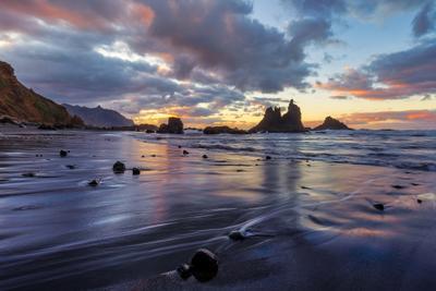 Где-то между Небом и Землёй Испаня Тенерифе Бенихо закат отражения скалы облака океан пляж песок небо вода