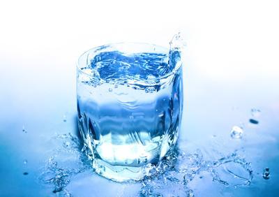 Стакан с водой Стакан с водой