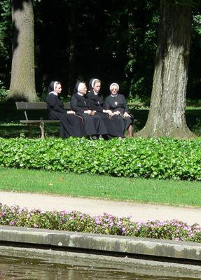 Посиделки... королевский парк Лазенки, монашки, посиделки, отдых