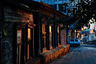 Старое и новое закат дом город