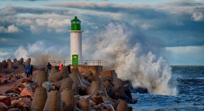 """Шторм """"Билли"""" меряется силами с маяком. маяк шторм природа стихия"""