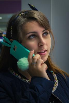 Марина портрет девушка телефон волосы глаза губы