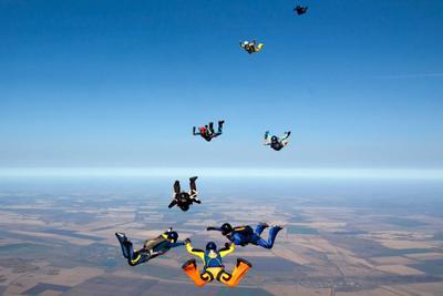 Девчонки парашют парашютисты парашютизм skydive skydiving высота небо люди экстрим спорт облака горизонт высота девчонки