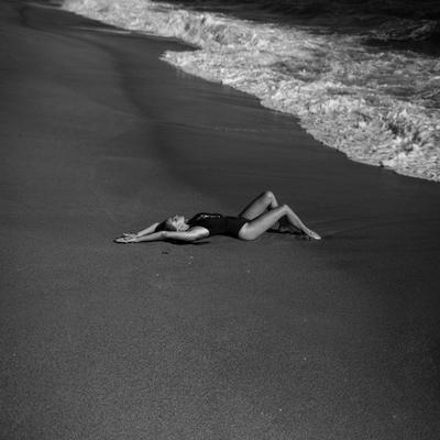 Фотография фотограф Сергей Кондратьев photo by Sergey Kondratyev bw beach sand woman sea Black Sea