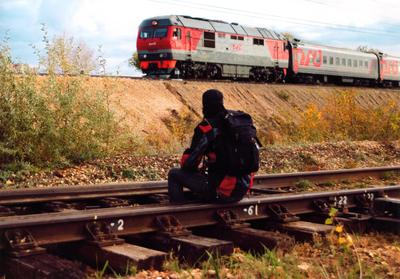 Долгая дорога домой 2 осень железная дорога рельсы шпалы поезд человек
