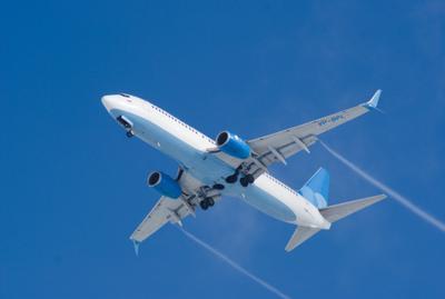 Голубое на синем небо авиация самолет боинг boeing