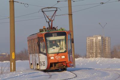 ... трамвай зима снег