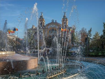 г.Клуж - столица Трансильвании фонтан театр