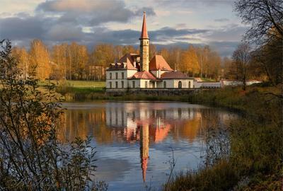 Приорат. Гатчина. Дворец озеро отражение осенние деревья