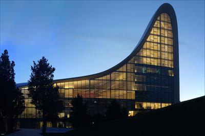 Центр Гейдара Алиева в Баку Азербайджан Баку ЗахаХадид
