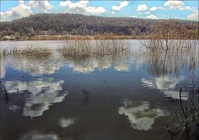 *** вода река даль отражения облака