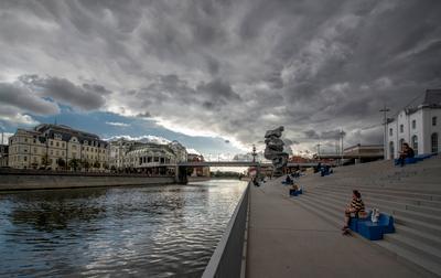 Петр ушел на задний план... Москва Болотная набережная ГЭС-2 Водоотводный канал