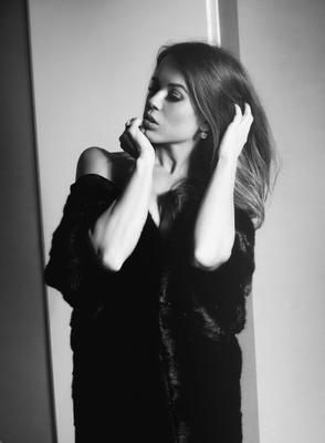 Victoria fashion glamor woman portrait