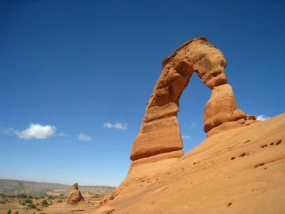 Символ штата Юта - Delicate Arch. Америка озеро природа скалы