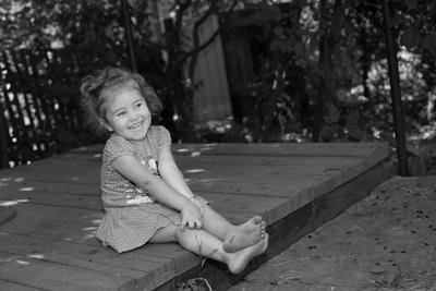 Босоногое счастье... девочка ребенок улыбка босоногая