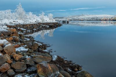 *** мурманск вечер ночь море залив зима север небо облака отражение свет движение город
