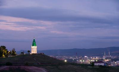 У вечерней часовни город Красноярск Сибирь лето вечер огни прогулка часовня