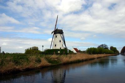 Типичный голландкий пейзаж Мельница Брюгге Дамме Уленшпигель Голландия