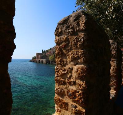 На берегах Алании Крепость в Алании.Турецкие гамбиты