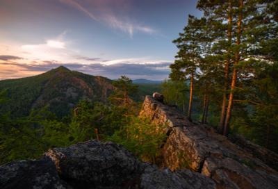 На спине дракона пейзаж закат горы скалы Айгир Южный Урал деревья