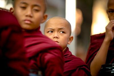 Юные монахи amarapura burma mandalay myanmar Maha Gandhayon Kyaung young monks
