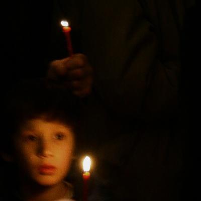 в храме церковь, храм, мальчик, рука, свеча
