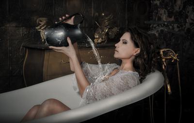Bath модель ванна просина вода брюнетка арт ню