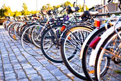 в ожидании стоянка, утро, велосипеды