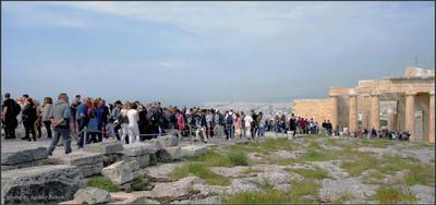 Туристический рабочий день начался... Греция Афины Акрополь люди туристы Пропилеи