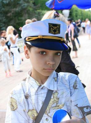 одиннадцатилетний капитан Октавиан  мальчик капитан Петергоф вечер