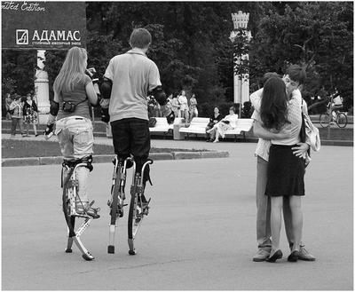 ВВЦ для поцелуев (по мотивам Георгия Розова) ВДНХ ВВЦ поцелуй ходули