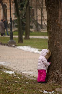 Раз-два-три-четыре-пять, я иду искать ребёнок, прятки, парк, зима