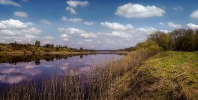 ***Весна на реке.