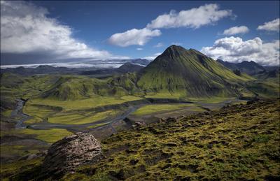 извилистая Bratthalskvisl у подножья Storasula Исландия, Iceland