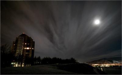 На  закат  не успел город огни облака  луна