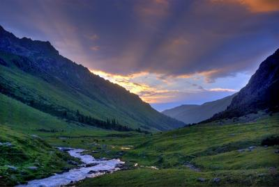 Вечер в горах Терскей Алатау Киргизия Тянь-Шань вечер закат лучи солнца