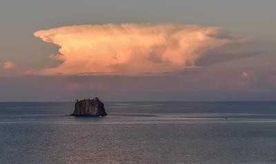 Облака пейзаж Италия море облака остров природа Тропеа путешествия лето Калабрия