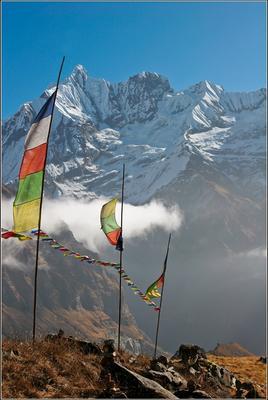 Праздничная с флагами Аннапурна