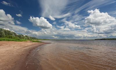 На берегу Камы Берег река лес лето облака Кама