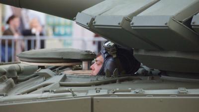 Танкист танк танкист парад город