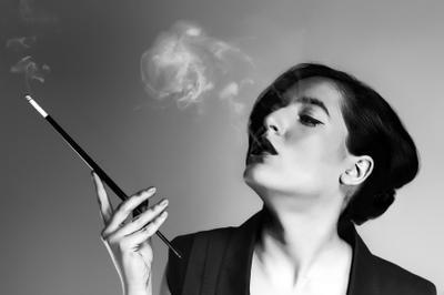 *СМОКИ* сигарета, курение, мундштук, чб, черное и белое