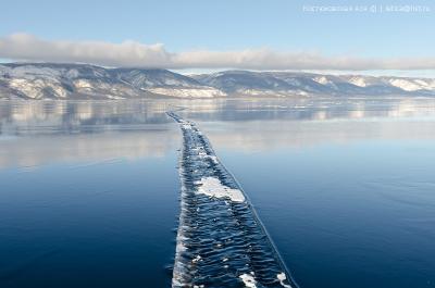 Мир напополам Байкал лед зима