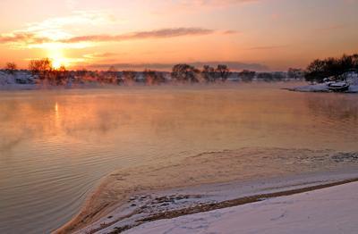 Засыпающая река. зима река