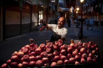 Сезон гранатов в Сирии сирия дамаск портрет никон