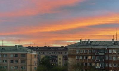Вечер,  вид из окна
