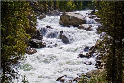 Горный поток горы река