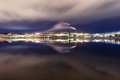 Отражение мурманск вечер ночь море залив зима север небо облака отражение свет движение город