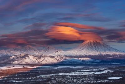 инопланетный десант на подходе Камчатка вулкан пейзаж