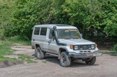 Боевая классика Toyota Land Cruiser 70 внедорожник Крузак