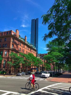 Bicyclist, Boston, MA велосипедист бостон улица америка небо деревья небоскреб